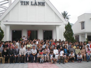 Members outside the Tin Lahn Church